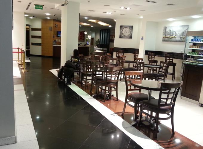 アラビアンパークホテルのカフェ「DELI」