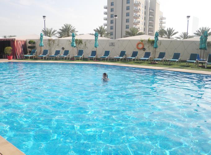 アラビアンパークホテルのプール(the pool in Arabian Park Hotel.)