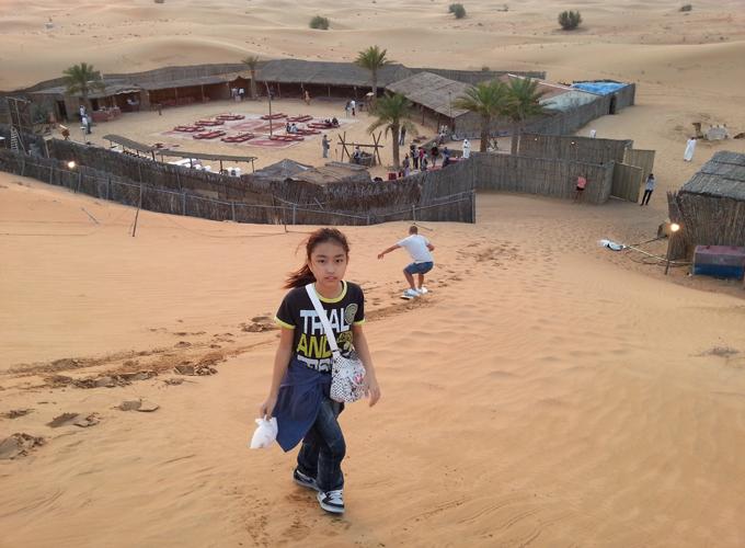 砂漠の真ん中にレストラン。