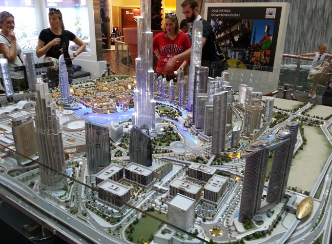 近代都市ドバイの模型(Model of modern city Dubai.)