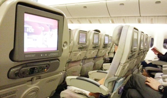 エミレーツ航空機に乗る(Ride on emirates.)