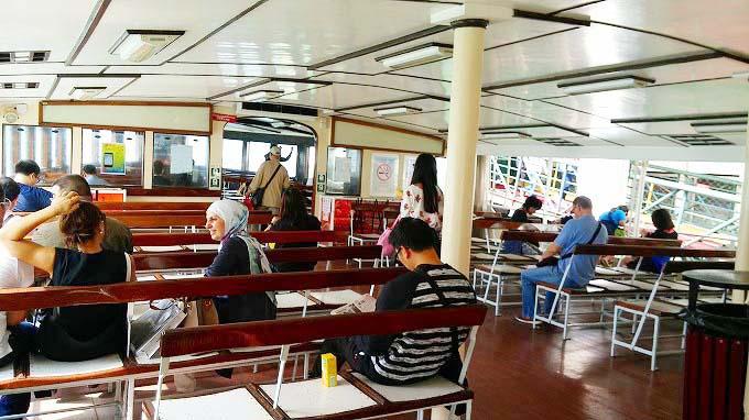 スターフェリーに乗船(天星小輪・Star Ferry.)