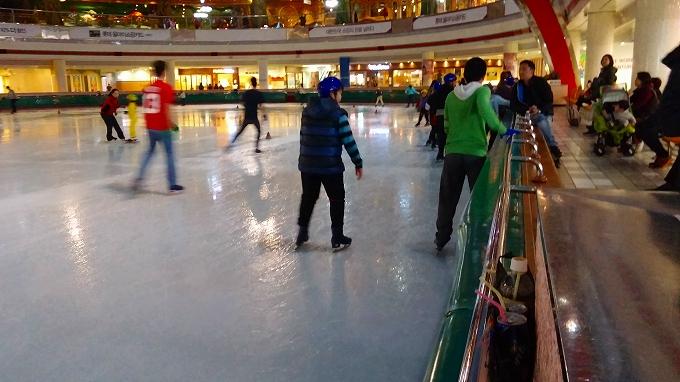 初アイススケート開始 - アイススケートリンク(Lotte World.)