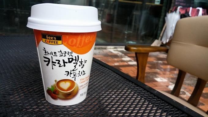 カップのコーヒーを買う - 明洞へ(The way to Myeong-dong.)