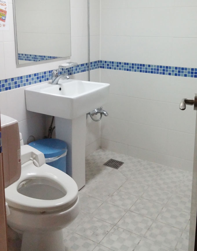 2階男性用トイレ - Inno Hostel & Pub Lounge Hongdaeの朝