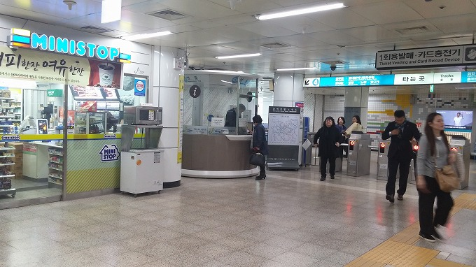 明洞駅内ministop - 明洞へ(The way to Myeong-dong.)