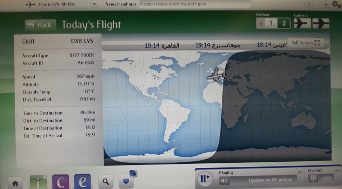 飛行機の中の昼と夜