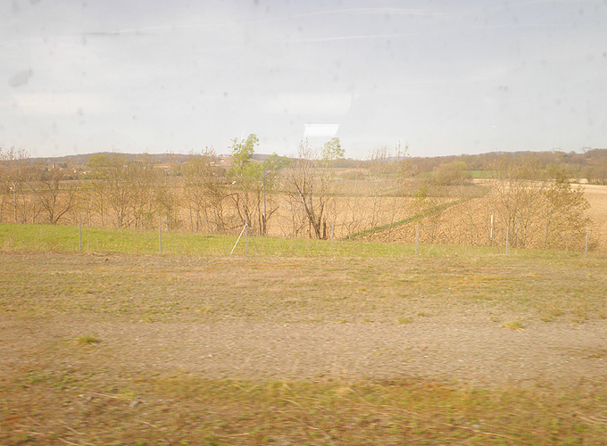 TGV車窓からフランスの田園風景
