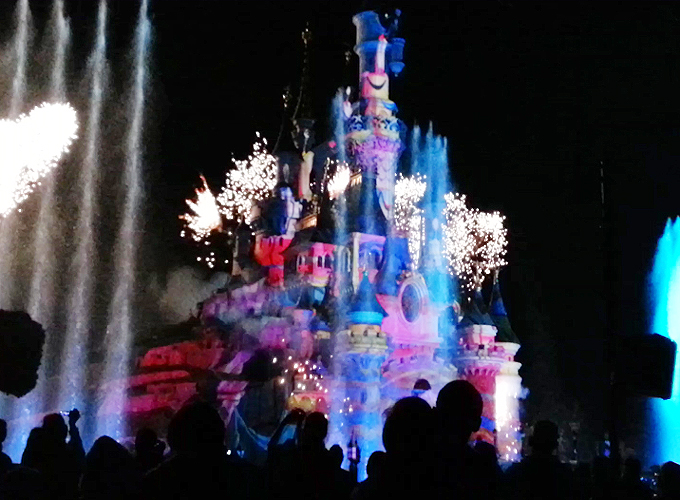 sleeping beauty castleのショー
