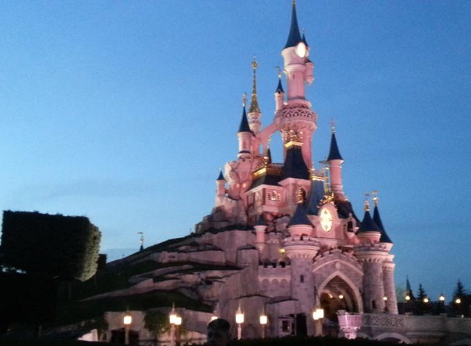 「眠れる森の美女城」