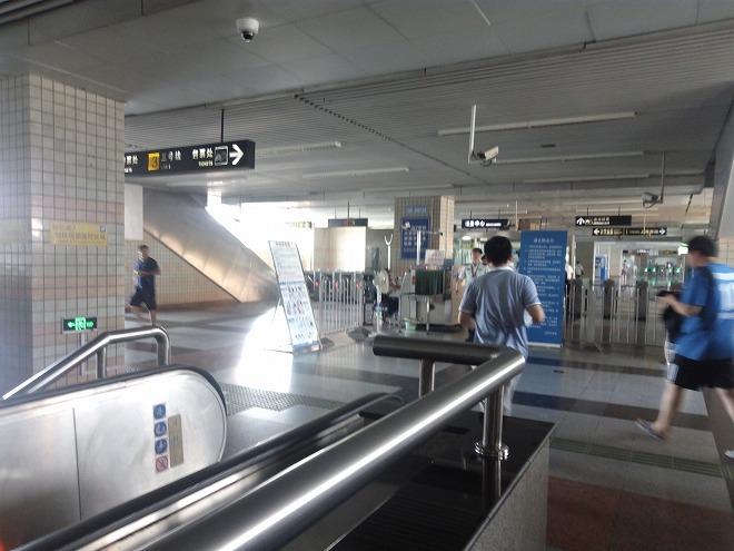赤峰路駅の改札。