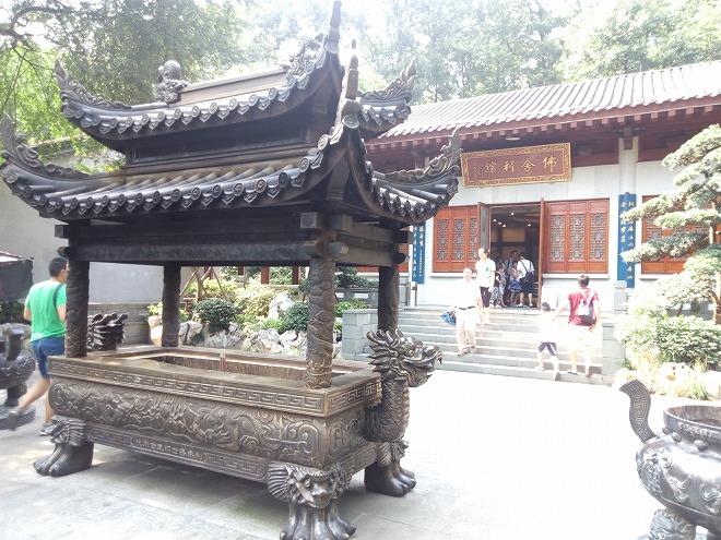 雷峰塔(Pagoda)。
