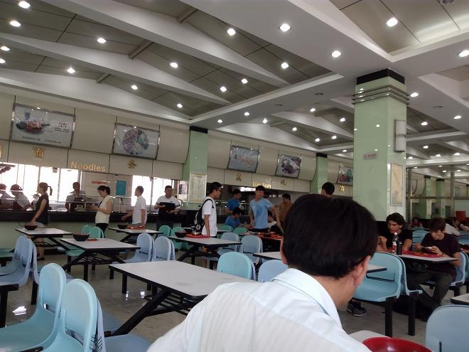 学食2階。