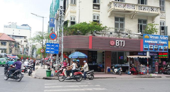 ベトナム・ホーチミン市。この貴金属屋で両替ができる。