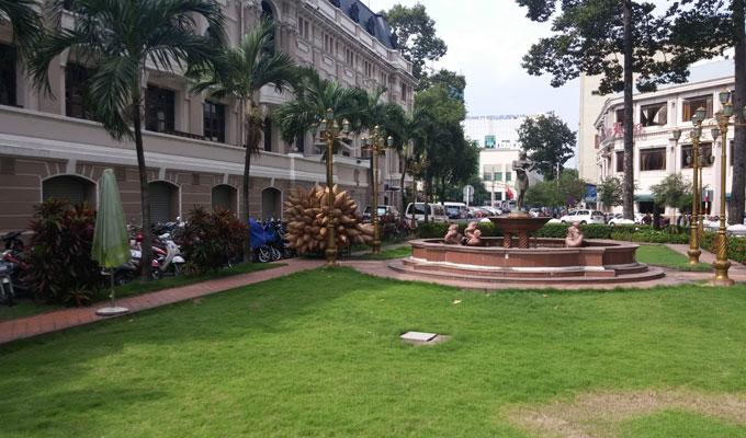 サイゴン・オペラ・ハウスの隣の緑地