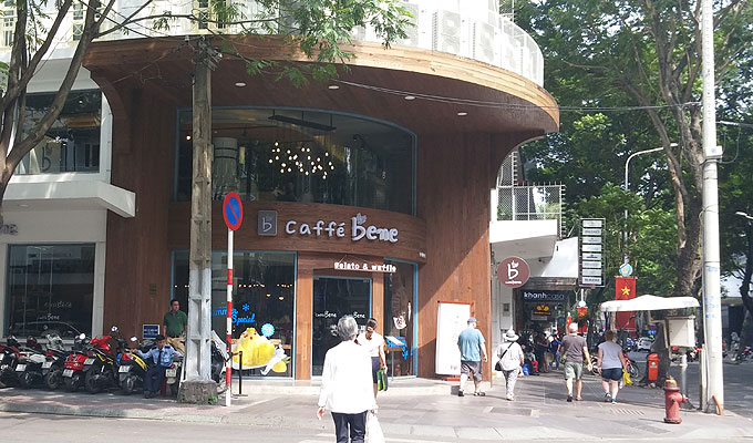 ジェラートとワッフルのお店「caffe bene」。