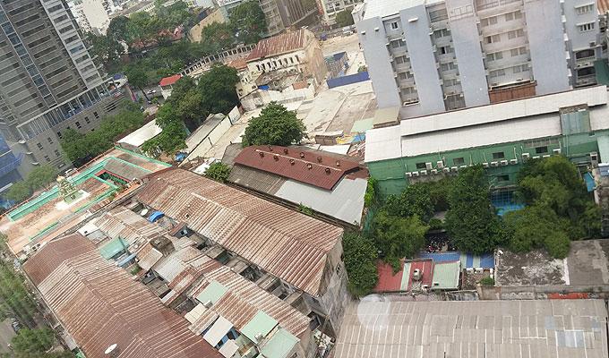 グエンフエ通りの裏。
