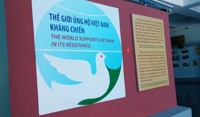 戦争証跡博物館(War Remnants Museum.)-The world supports vietnam in its resistance.