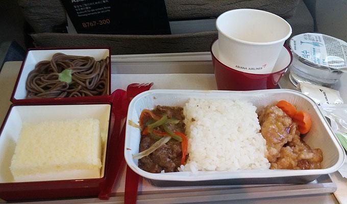 韓国→沖縄のアシアナの機内食。