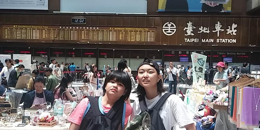 台湾・台北市。在台灣車站跟女孩們約會。
