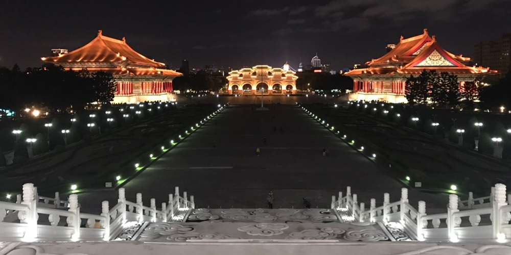 夜の中正紀念堂