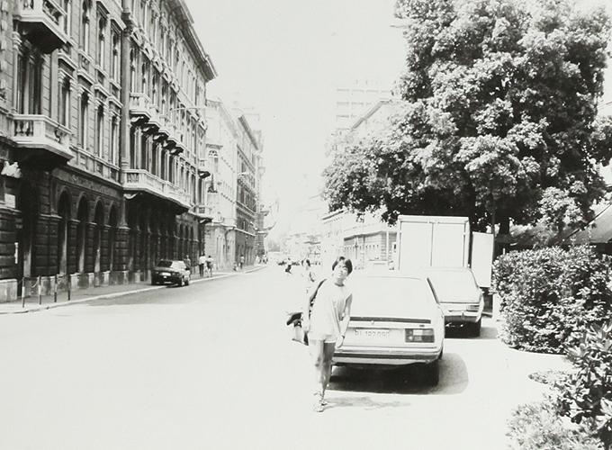 Hitchhike in Yougoslavia. title=